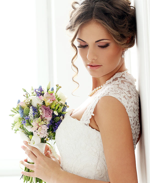 services-wedding-bride-bouquet