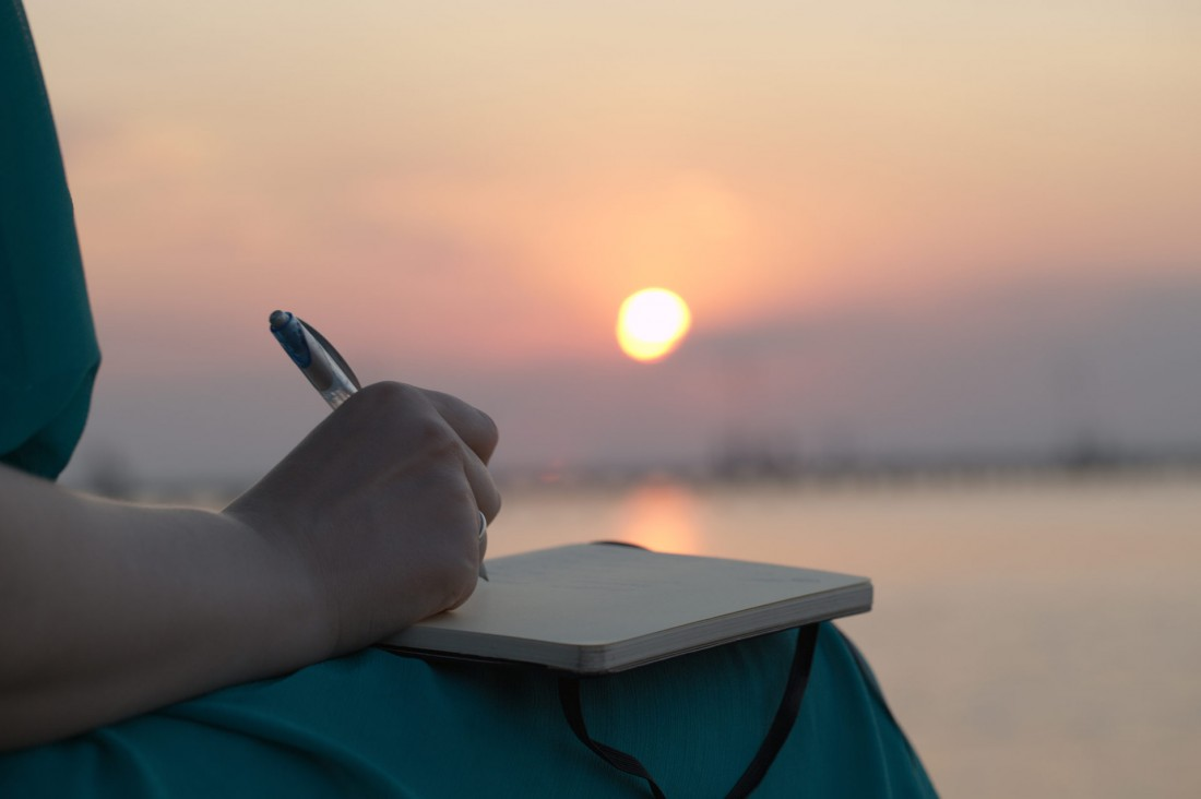 blog-writing-on-beach